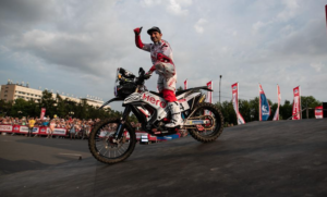 Silkway Rallye: Paulo Gonçalves em terceiro na 2ª etapa, ajuda a um bom resultado da Hero thumbnail