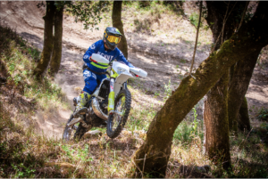 Photo Shoot – Tomás Salgado ensaia Husqvarna TE250i thumbnail