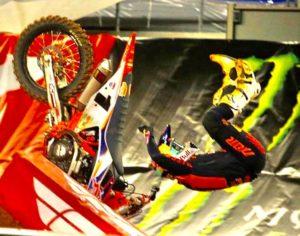 Vídeo AMA Supercross: A brutal queda de Cooper Webb em Arlington thumbnail