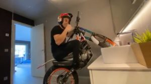 Vídeo Trial: Toni Bou de moto… dentro da sua casa!!! thumbnail