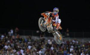 Vídeo Supercross: Ryan Dungey a engrenar mudanças… com a mão! thumbnail