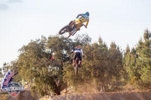 Vídeo Motocross: A recta dos três saltos de mesa no Granho! thumbnail