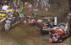 Vídeo AMA Motocross: Alessi derruba Tedesco… e impede que ele se levante! thumbnail