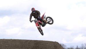 Vídeo Motocross: Até a conduzir de jeans, Kevin Windham tem estilo! thumbnail