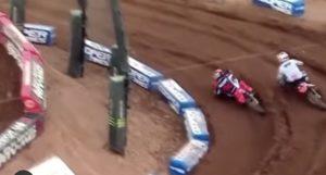 Vídeo AMA Supercross, SLC5: A espetacular ultrapassagem de Roczen a Webb thumbnail