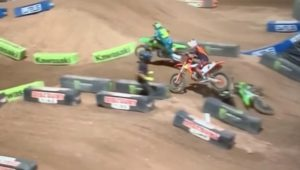"Vídeo AMA Supercross, SLC1: Cianciarulo ""atropelado"" por Webb thumbnail"