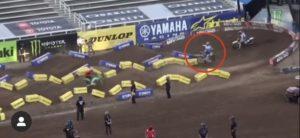 Vídeo AMA Supercross: O brutal acidente de Barcia em SLC4 thumbnail