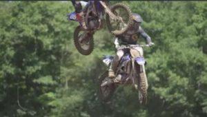 Vídeo Motocross: A ultrapassagem mais assustadora de sempre?! thumbnail