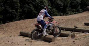 Vídeo: Billy Bolt leva Tommy Searle a experimentar o SuperEnduro! thumbnail