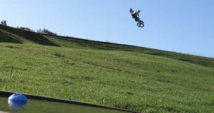 Vídeo: Ben Townley e a sua 250cc 2T no paraíso! thumbnail