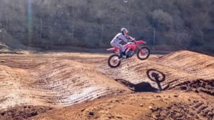 Vídeo AMA Supercross: A incrível técnica de Ken Roczen thumbnail
