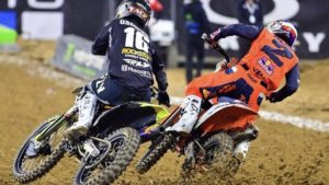 Vídeo AMA Supercross 450, Houston 1: A ultrapassagem por fora de Osborne a Webb! thumbnail