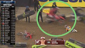 Vídeo AMA  Supercross 450: O momento em que Roczen perdeu 4 pontos no campeonato thumbnail