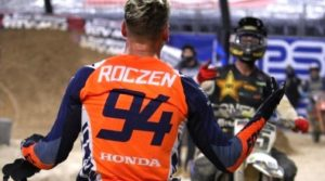 Vídeo AMA Supercross, Houston 3: A reação de Ken Roczen no final da corrida thumbnail