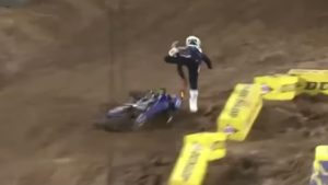 Vídeo AMA Supercross 250, Orlando 1: A violenta queda de Christian Craig thumbnail