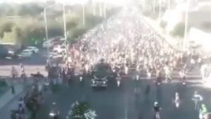 Vídeo: O impressionante cortejo fúnebre de Alberto Zapata thumbnail