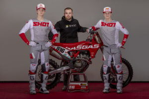 Shot Race Gear no mundial de MX2 com Langenfelder e Gifting thumbnail